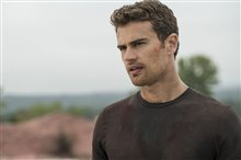 The Divergent Series: Allegiant photo 13 of 37