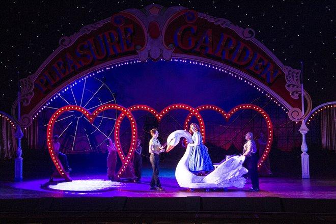 Così fan tutte - Metropolitan Opera Photo 2 - Grande