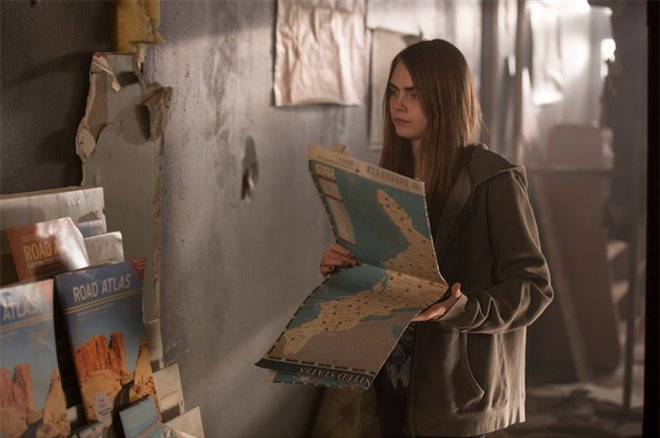 Paper Towns Photo 4 - Large