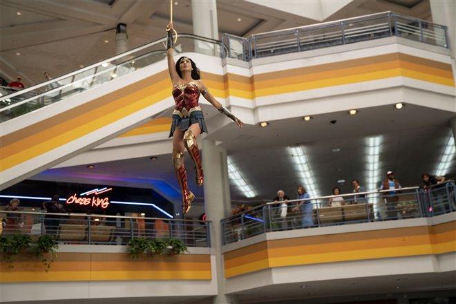 Wonder Woman 1984 Photo 23 - Large