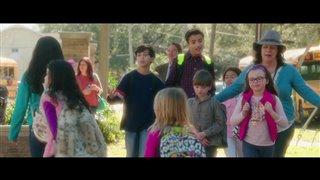 "Bad Moms movie clip - ""Flyers"" Video Thumbnail"